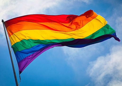 640px-Rainbow_flag_breeze