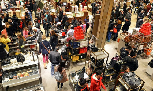 """Black Friday's numbers are full of story possibilities. (US-Economy-Black Friday image by """"Diariocritico de Venezuela"""" via flickr, CC BY 2.0)"""