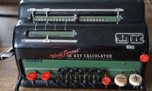 calculating-machine-931435_1280-cropped