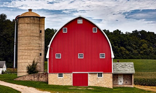 """Farming plays a major role in many U.S. regions. These recent reports highlight some of the big topics reporters should keep in mind. (Image by """"tpsdave"""" via Pixabay, CCO Public Domain)"""