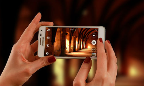"""Smartphone images keep getting better. These tricks will make your photos rise to the top. (Image from """"FirmBee"""" via Pixabay, CCO Public Domain)"""
