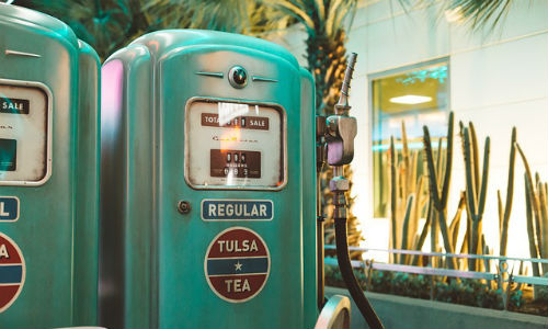 Changes in the auto industry are impacting businesses well beyond Detroit. Consider your local gas station. (Image by StockSnap via Pixabay, CCO Creative Commons)
